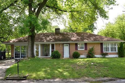 Belleville Single Family Home For Sale: 2 Cheshire