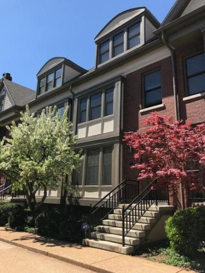 St Louis Single Family Home For Sale: 4 Portland Court