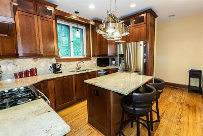 St Louis Single Family Home For Sale: 32 Bellerive Acres