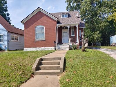 Belleville Single Family Home For Sale: 611 North Charles Street