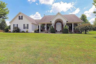 Farmington Single Family Home For Sale: 610 Wildwood Court