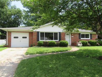 Belleville Single Family Home For Sale: 208 Chevy Chase Drive