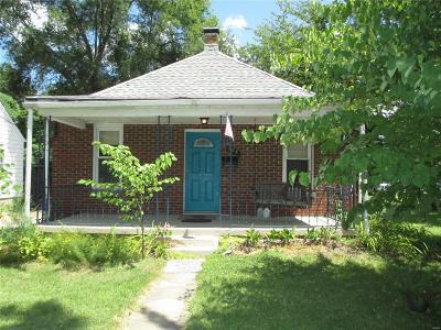 Alton Single Family Home For Sale: 128 East Elm Street