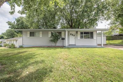 St Charles Single Family Home For Sale: 18 Woodlawn