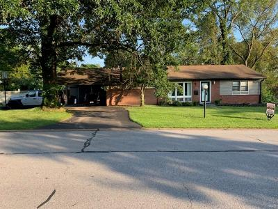 St Louis Single Family Home For Sale: 108 Chatwood