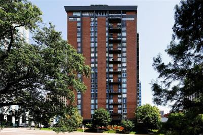 Clayton Condo/Townhouse For Sale: 200 South Brentwood Boulevard #4A