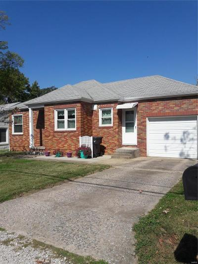 Godfrey IL Single Family Home For Sale: $82,900