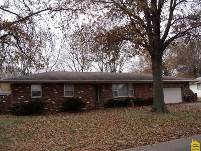 Clinton MO Single Family Home For Sale: $109,000
