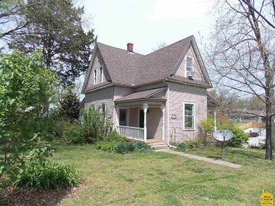 Benton County Single Family Home For Sale: 203 Polk St.