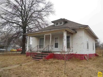 Calhoun Single Family Home Sale Pending/Backups: 207 W 1st Street