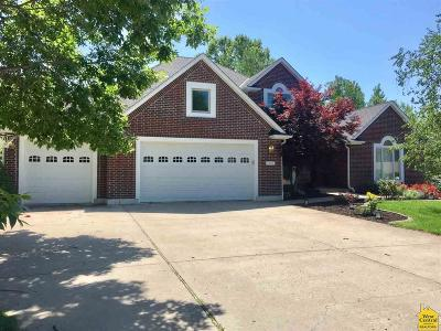 Johnson County Single Family Home For Sale: 1640 Essex Dr
