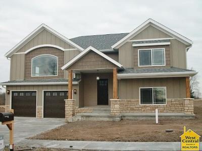 Sedalia Single Family Home For Sale: 25530 Mockingbird Ln
