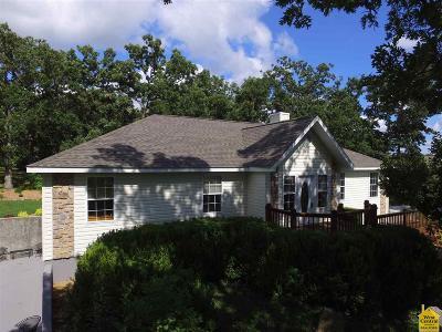 Benton County Single Family Home For Sale: 707 Deer Run Av
