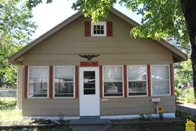 Clinton Single Family Home For Sale: 108 E Fairview