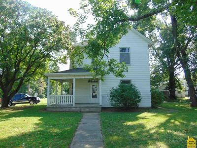Clinton Single Family Home For Sale: 316 S 3rd