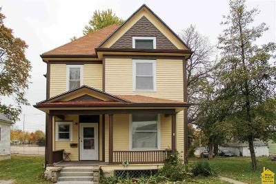 Single Family Home For Sale: 517 E 10th