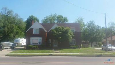 Clinton Single Family Home For Sale: 208 E Ohio