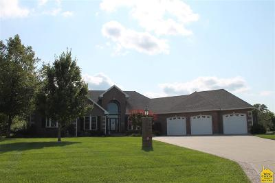 Pettis County Single Family Home For Sale: 2290 W Country Club Dr