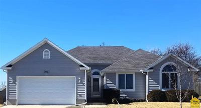 Johnson County Single Family Home For Sale: 714 Hallbrooke