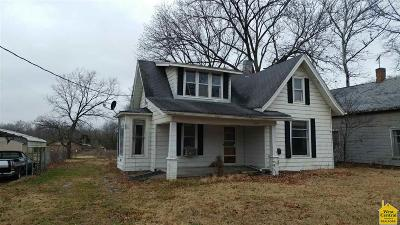 Benton County, Henry County, Hickory County, Saint Clair County Single Family Home For Sale: 209 N 7th