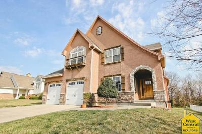 Johnson County Single Family Home For Sale: 1401 Nottingham Dr
