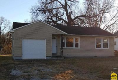 Clinton Single Family Home For Sale: 408 E Oak