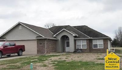 Warsaw Single Family Home For Sale: 18380 Walker Dr