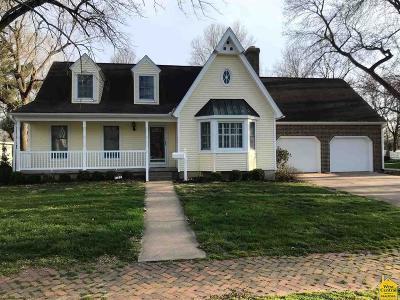 Clinton Single Family Home For Sale: 110 E Clinton