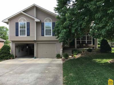 Johnson County Single Family Home Sale Pending/Backups: 702 Chaucer Ln
