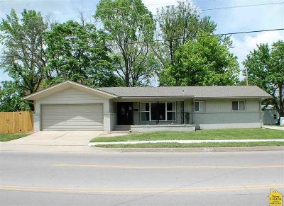Clinton Single Family Home For Sale: 209 E Ohio St.