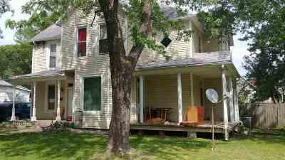Clinton Single Family Home For Sale: 221 W Grandriver