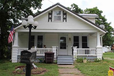 Clinton Single Family Home Sale Pending/Backups: 417 W Gravel