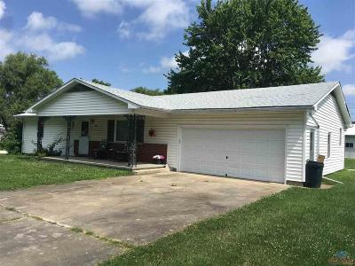 Lincoln Single Family Home For Sale: 401 E Lamine