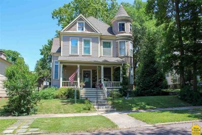 Single Family Home For Sale: 918 W 7th