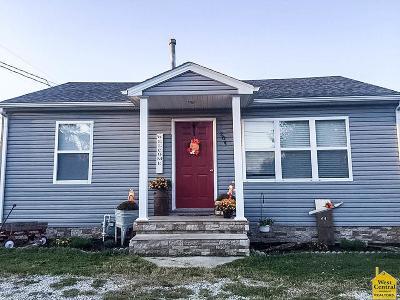 Johnson County Single Family Home For Sale: 204 E Brazier