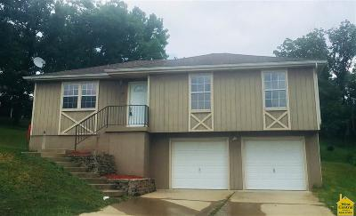 Benton County Single Family Home For Sale: 300 Village Place