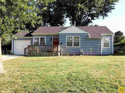Johnson County Single Family Home For Sale: 710 Broad St