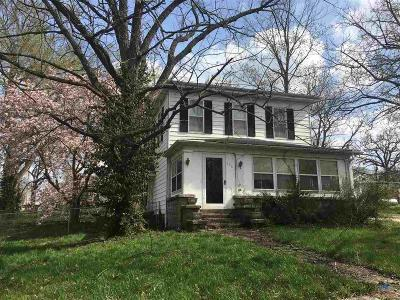 Single Family Home For Sale: 155 3rd St