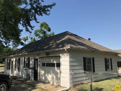 Clinton Single Family Home For Sale: 400 S 6th St.