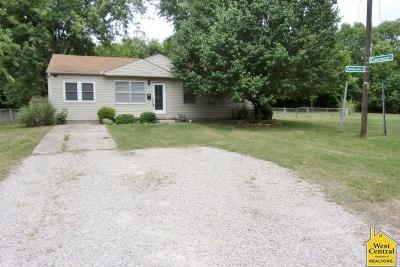 Pettis County Single Family Home For Sale: 1500 Honeysuckle