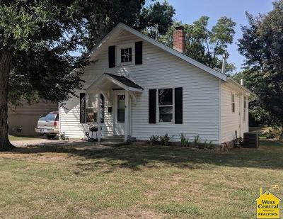 Single Family Home For Sale: 107 E Elm
