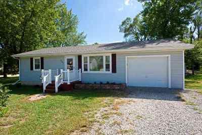 Johnson County Single Family Home For Sale: 207 E Brazier