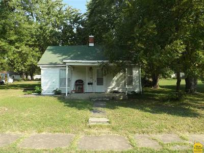 Sedalia Single Family Home For Sale: 225 E Walnut