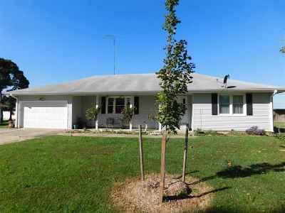 Clinton Single Family Home For Sale: 105 S Craig