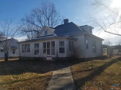Single Family Home For Sale: 202 E 6th