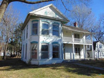 Windsor Single Family Home For Sale: 606 E Benton