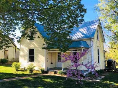 Benton County Single Family Home For Sale: 204 W Junge St.