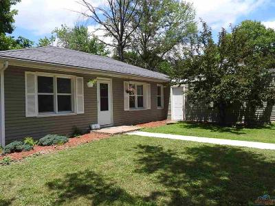 Windsor Single Family Home For Sale: 210 S Lawn