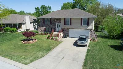 Johnson County Single Family Home For Sale: 615 Foster
