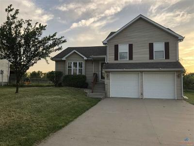 Johnson County Single Family Home For Sale: 104 Shady Lane